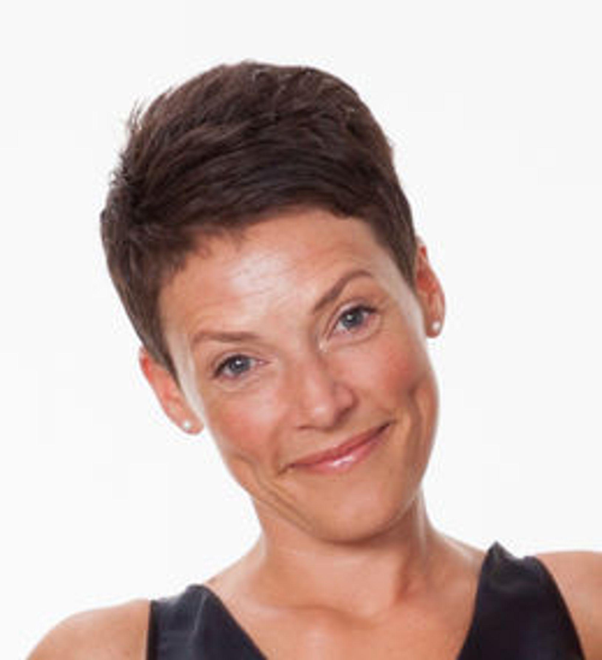 ØKER: Daglig leder Maren Heggland i Sikringsradioen registrerer økende bruk av vhf-radio.