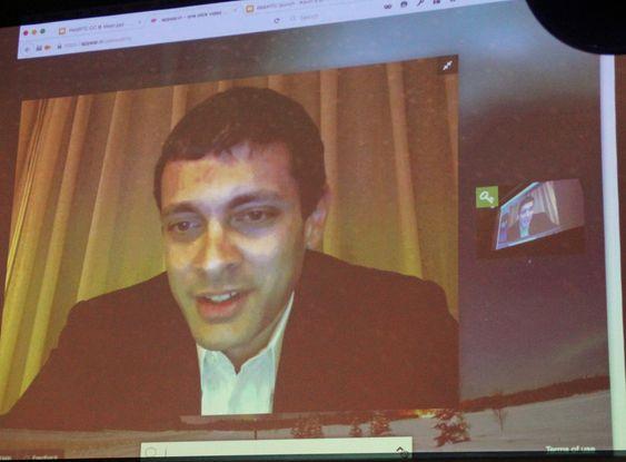 Teknologisjef Andreas Gal i Mozilla snakket til forsamlingen via WebRTC fra Shanghai.