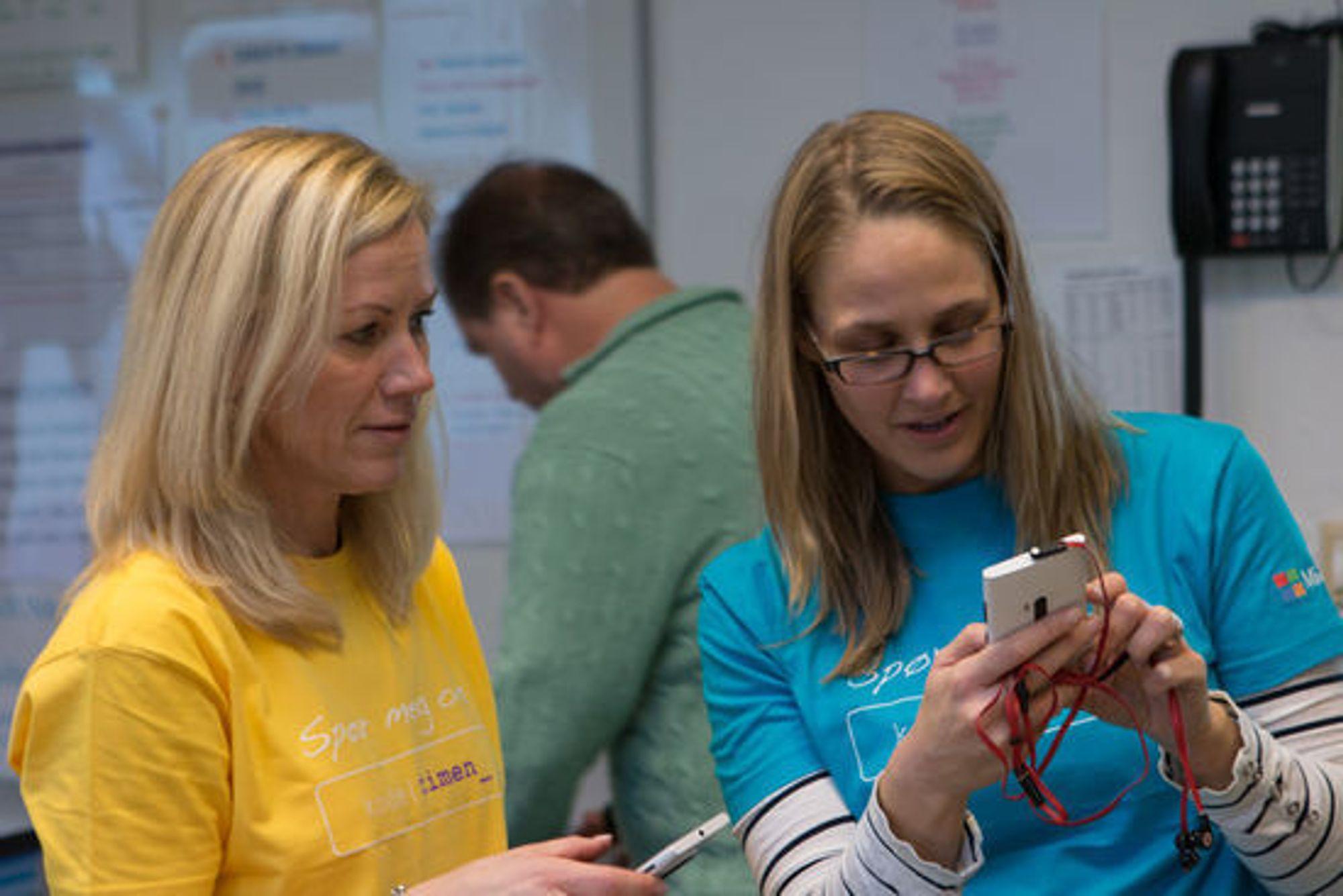 Kristine Beitland og kollega Kristine Hofer Næss, begge fikk kodefri fra jobbene sine i Microsoft.