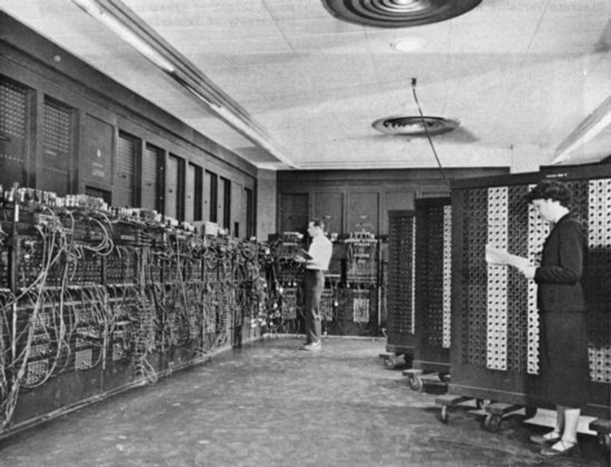 ENIAC mens maskinen var installert ved Ballistic Research Laboratory ved Aberdeen Proving Ground, Maryland i USA. Maskinen ble brukt til blant annet å designe den første hydrogenbomben.