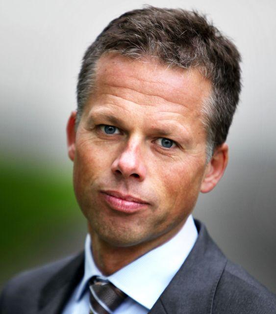 IKKE IDEELT, men vi valgte bevisst å sende ut denne meldingen, sier Lars N. Sæthre i Handelsbanken.