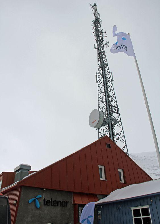 Telenor Svalbards basestasjon ved hovedkontoret på Skjæringa i Longyearbyen.