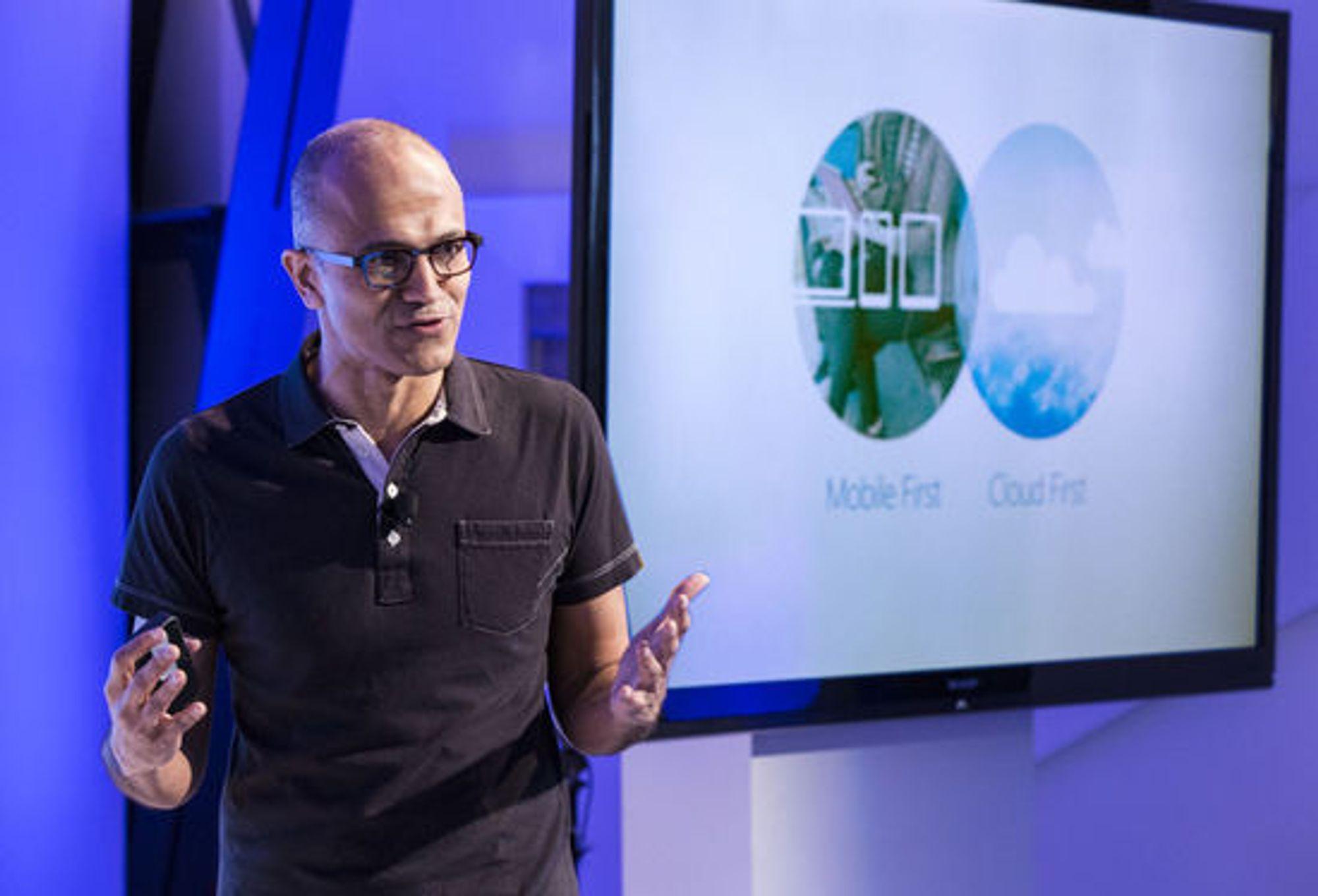 Microsofts nye toppsjef, Satya Nadella,  forklarte under pressekonferansen at han kan telle, selv om han sier at både mobil og nettsky må komme først. Årsaken er at han mener at de to er så avhengige av hverandre.