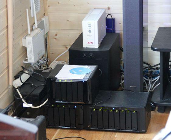Det er ikke alle forunt å ha et lagringssystem som dette i stua.
