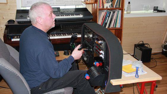 Det er nok mange flyentusiaster som hadde frydet seg over å kunne teste flysimulatoren til Svein Nordahl.