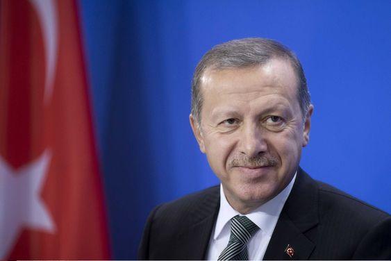 RYSTET: Tyrkias statsminister Recep Tayyip Erdogan truer med å stenge tilgangen til Facebook og Youtube etter en rekke ubehagelige avsløringer for ham og den sittende regjeringen.