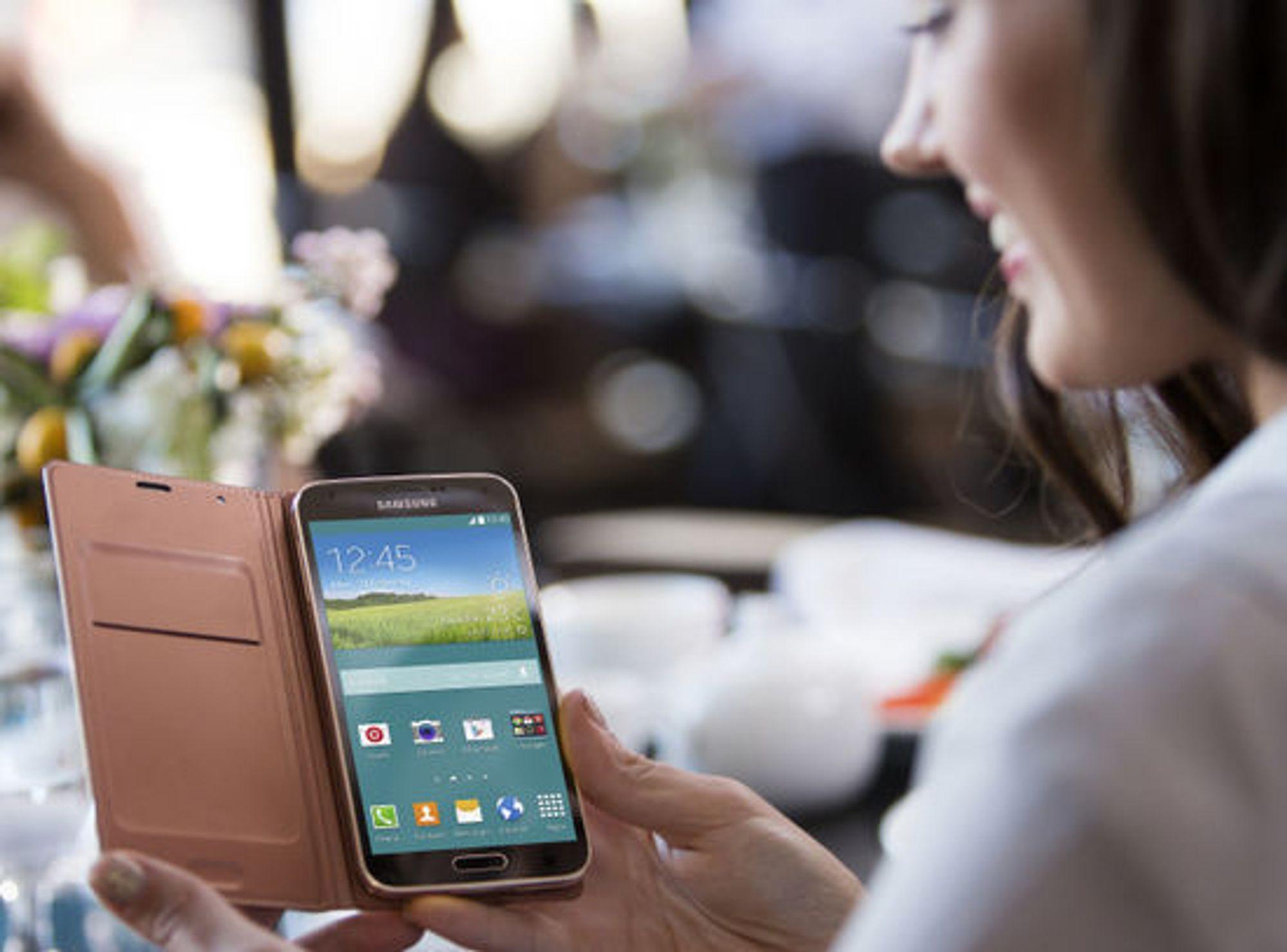 Samsung Galaxy S5 er omtrent like stor som forgjengeren.