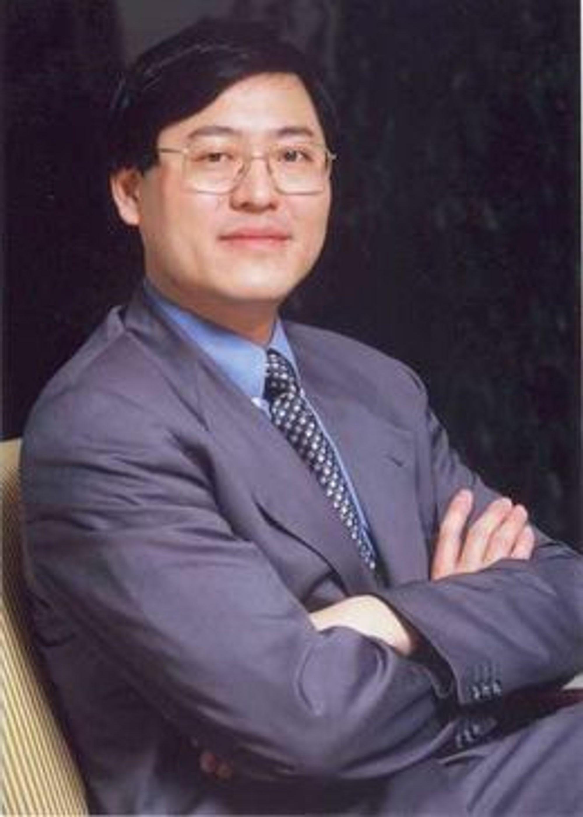 Toppsjef og styreleder Yan Yuanqing advarer at oppkjøpene a Motorola og IBMs x86-serverforretning kan ramme lønnsomheten på kort sikt.