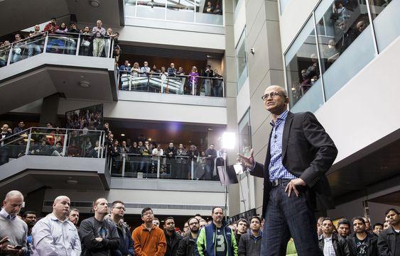 Kan Satya Nadella inspirere Microsofts nær 130000 ansatte? Her gjør han et forsøk på selskapets Seattle-kontor.(Foto:(c) Microsoft/Handout/Corbis/All Over Press)