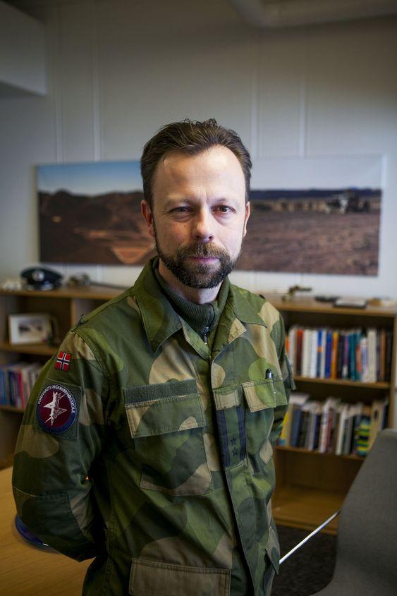 Oberstløytnant Roger Johnsen er sjef for Forsvarets Ingeniørhøgskole og har siden årtusenskiftet arbeidet med bekjempelse av dataangrep og kyberoperasjoner.