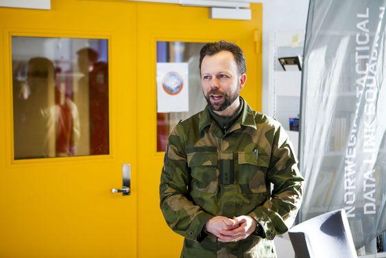 Rektor og oberstløytnant Roger Johnsen har selv tjenestegjort blant annet i Afghanistan, der Forsvaret opplevde å få sine graderte datamaskiner hacket.