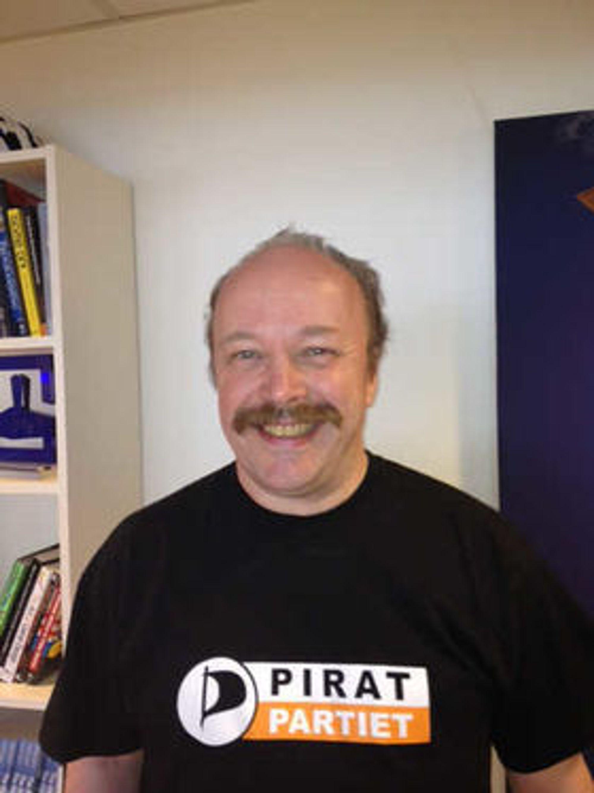 Piratpartiets leder, Geir Aaslid, mener det er et angrep på ytringsfriheten at Piratpartiet ble tvunget til å ta ned noden som rutet trafikk til fildelingstjenesten The Pirate Bay.