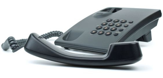 DYRT: Telenor har funnet ut at det blir såpass kostbart å digitalisere linjene helt frem til hver abonnent, at den tradisjonelle fasttelefonen får leve videre.