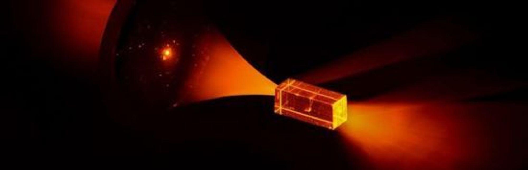 Skriving av kvanteinformasjon på et europium-ion som er integrert i en krystall.