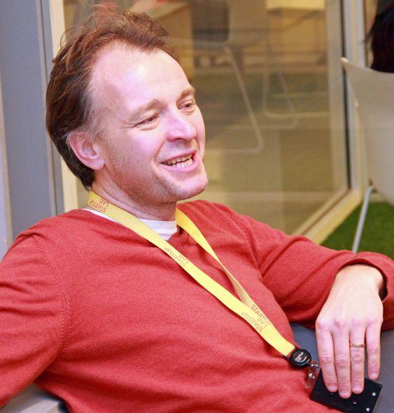 Per Einar Dybvik er én av fire partnere i StartupLab. Han har svært mye erfaring å høste fra, siden han blant annet har vært ansvarlig for utviklingen av forløperen til Opera-nettleseren hos Telenor, for å sette opp Telenors MultiTorg – Norges første webserver, for Gule sider på nett, senere for mobilt innhold i Schibsted og fram til i fjor sommer for Aspiro og musikkstrømmetjenesten WiMP. Allerede i 1997 var han blant kandidatene i digi.no-lesernes  kåring av Internetts viktigste nordmann, men nådde ikke helt opp.