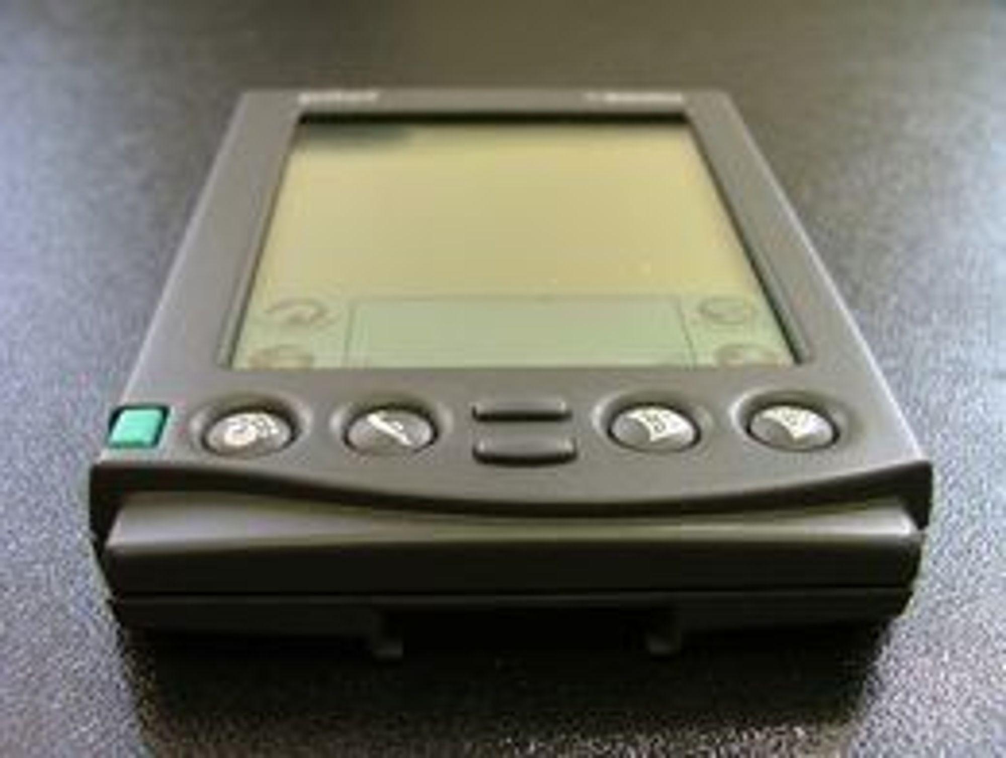 ORIGINALEN: Palm Pilot slik den fremsto i begynnelsen i 1996. Apple prøvde seg med sin Newton, men det var Palm som lykkes skape et helt nytt marked - som de dominerte fullstendig i flere år.