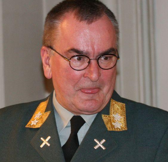 Generalmajor Roar Sundseth, sjef for Cyberforsvaret, sier at han ikke har ansvaret for offensive operasjoner. Hvem har det da?