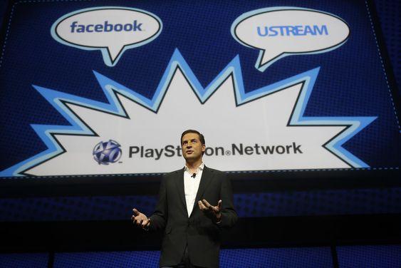 Integrasjon med sosiale medier og evne til samhandling er blant de tidsmessige egenskapene til PS4. De ble presentert av David Perry, sjef for spilleverandøren Gaikai. Det er avgjørende for Sony å formidle et inntrykk av massiv støtte for PS4 blant ledende spilleverandører.