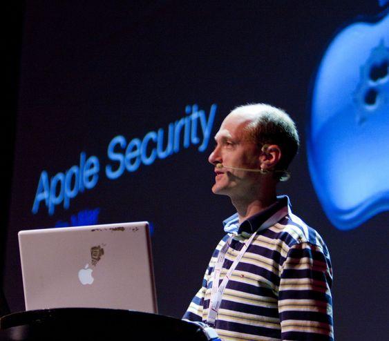 Charlie Miller under Paranoia 2010-konferansen i Oslo.