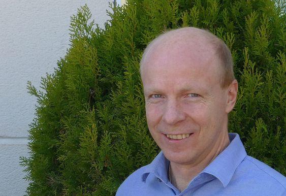 Forskningssjef Arnor Solberg ved Sintef IKT opplever at de store skyleverandørene ikke er begeistret for at det skal bli lettere å hoppe over til en konkurrent.
