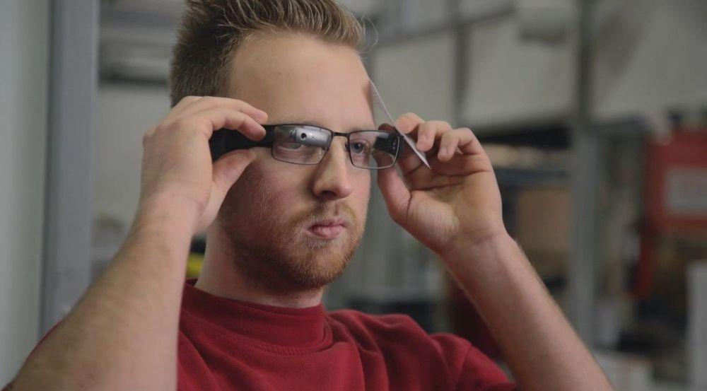 Nederlandske DHL-ansatte plukket varer mer effektivt og med færre feil når de brukte system integrert i smarte briller.