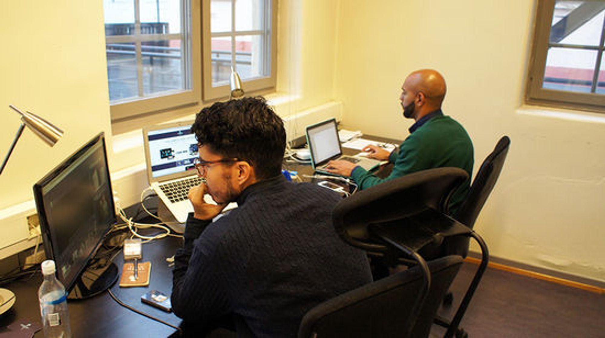 Fra det lille kontoret sitt har VidFlow tilgang til mange titalls tusen musikkvideoer.