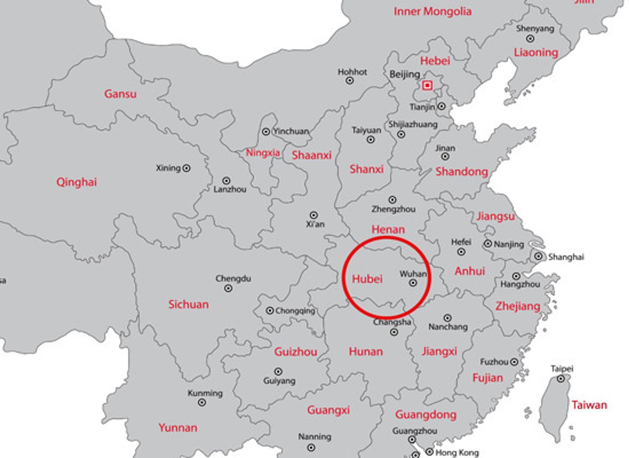 Wuhan ligger midt mellom Beijing i nord og aksen Guangzhou / Hongkong i sør.