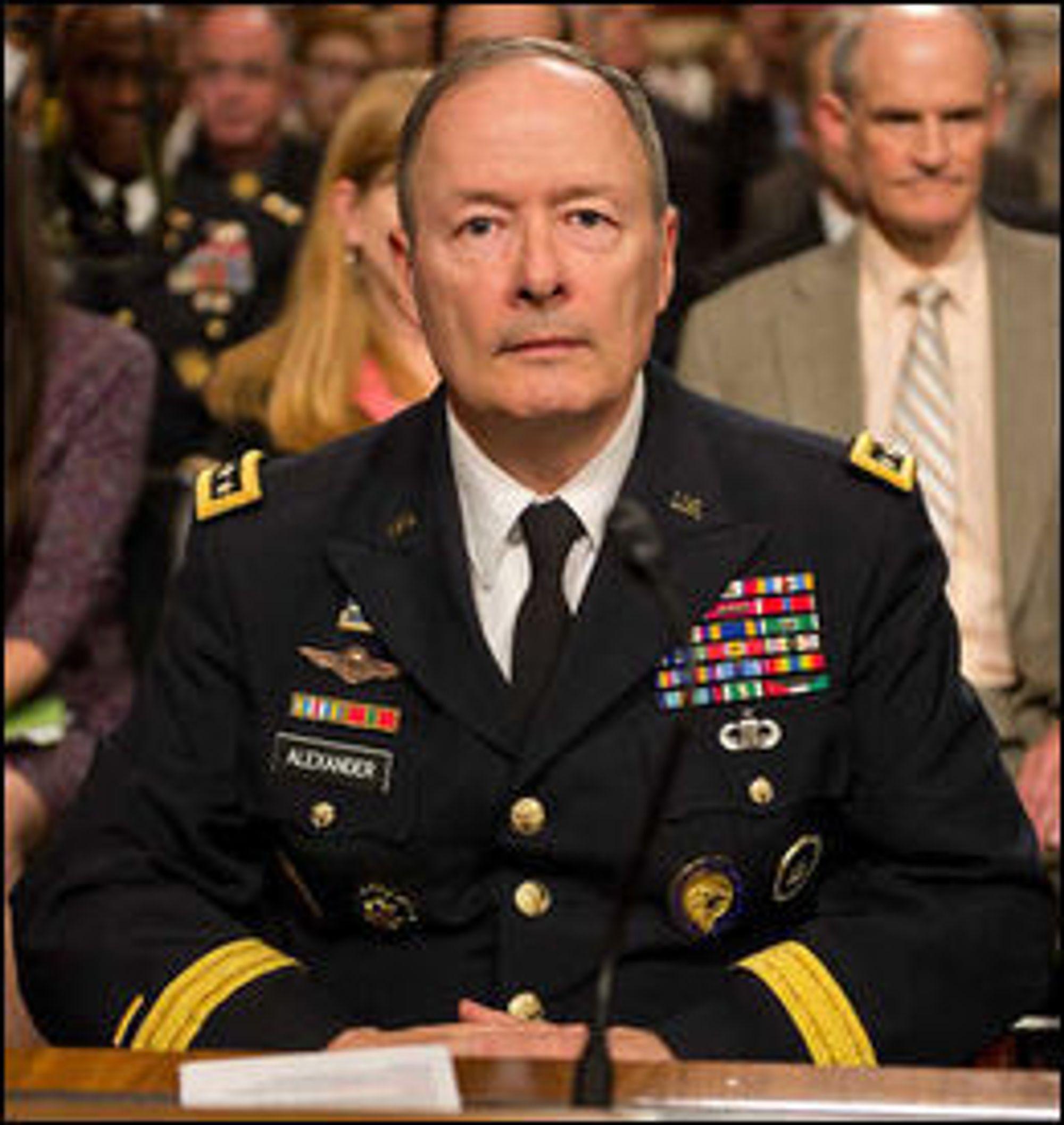 General Keith Alexander var NSA-direktør da de første avsløringene kom fra Edward Snowden. Alexander gikk av med pensjon i slutten av mars i år. Nå ledes NSA av admiral Michael Rogers.