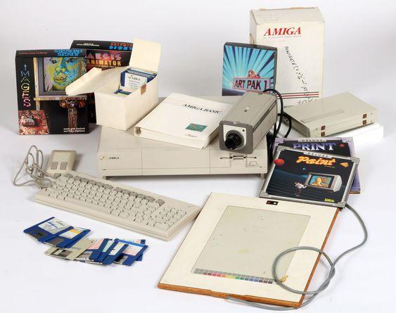 Commodore Amiga-utstyret Andy Warhol brukte. Fra bildet kan vi se at han både hadde digitale tegnebrett, et kamera (brukt som skanner?) og diverse programvare, inkludert klassikeren Deluxe Paint.