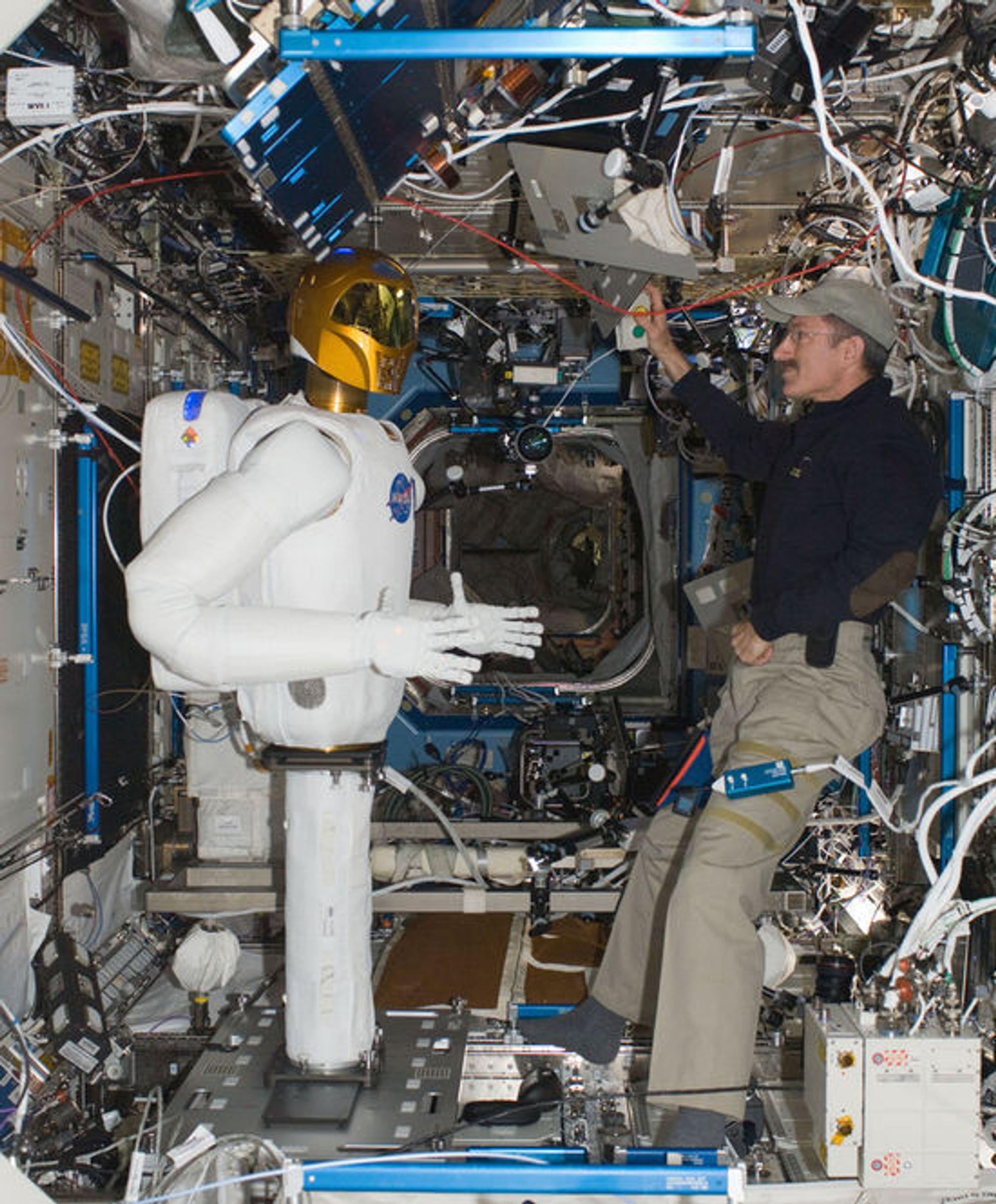 Robonaut 2 under testing ombord i ISS i februar 2013.