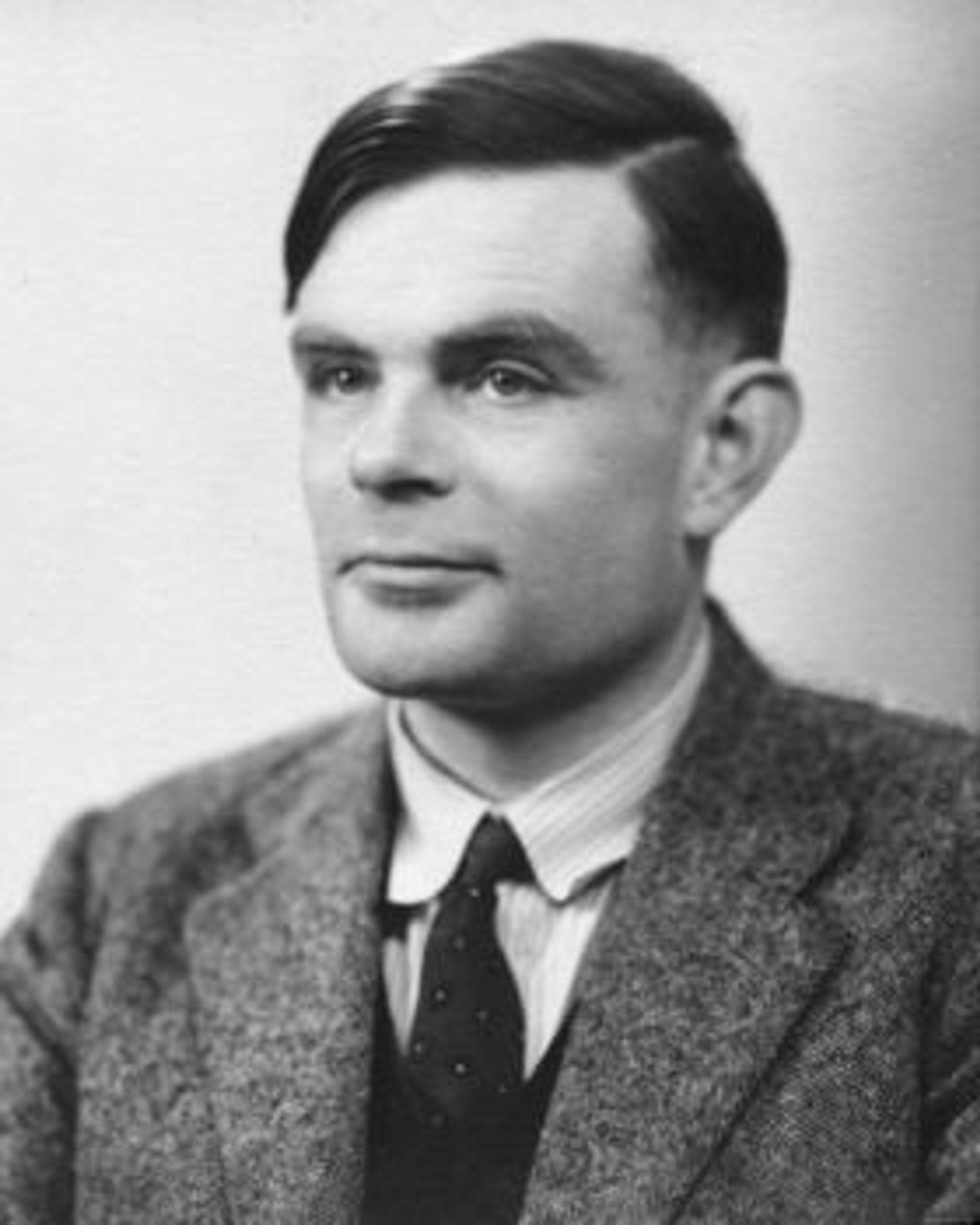 Alan Turings er nok mest kjent for bidraget til å knekke Enigma-kodene under Andre verdenskrig, men han regnes også ofte som faren til fagfeltet moderne informatikk.