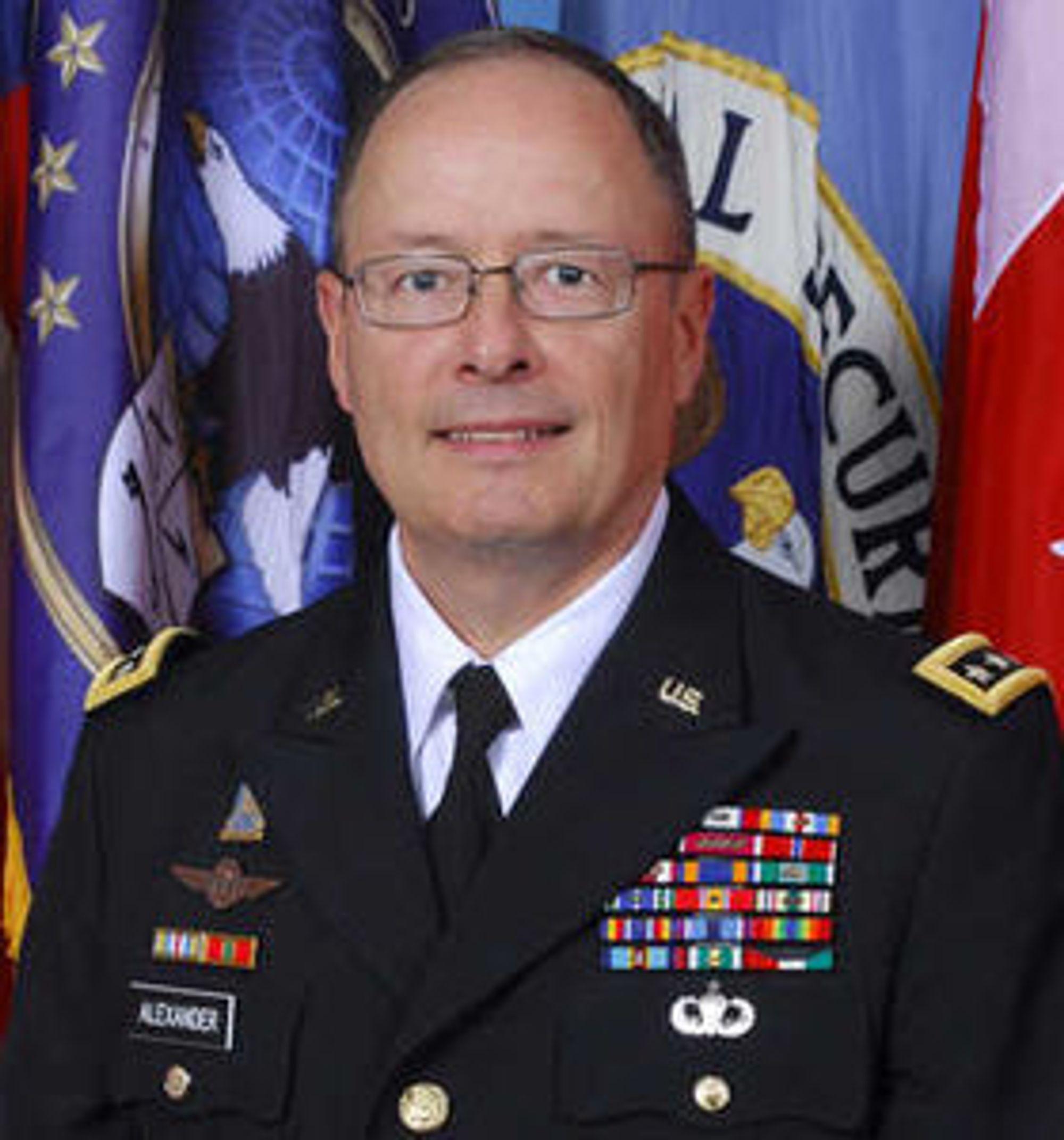 General og NSA-sjef, Keith Alexander, fortalte i forrige uke om nye tiltak som NSA vil gjøre for å bedre sikkerheten. Han avviser at byrået har gjort noe galt, men innrømmer at det må komme med mer informasjon om hva det faktisk gjør.