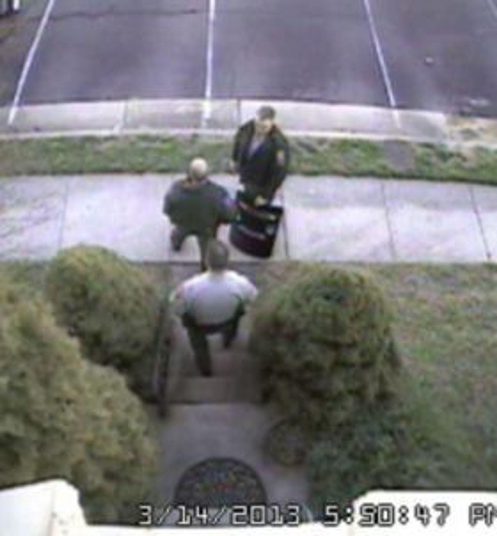 Politiet raidet bloggerens hjem i mars etter en falsk innringning. Bildet er fra Krebs eget overvåkningskamera.