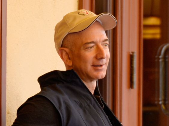JEFF BEZOS grunnla Amazon allerede som 30-åring i 1994. I dag er han god for over 25 milliarder dollar.
