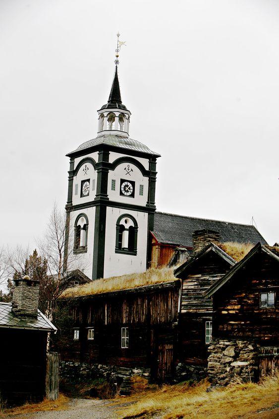 Evry skal drifte den norske kirkes registre, her representert med Røros Kirke.