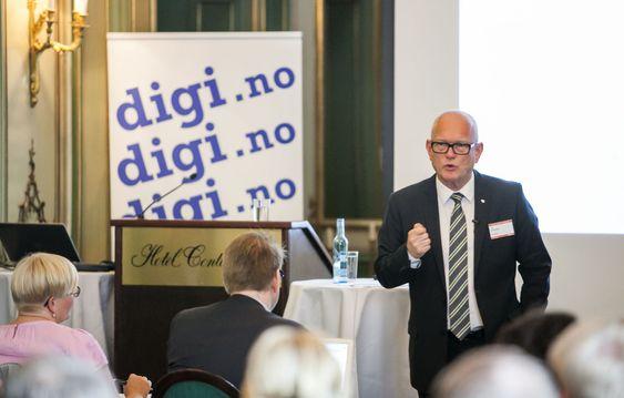 Skattedirektør Svein Kristensen holdt åpningsforedraget på digi.nos Toppmøte tidligere i sommer. Han blir i løpet av august erstattet av Hans Christian Holte.