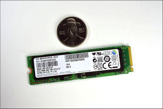 De nye SSD-ene fra Samsung er en smule mindre enn SSD-ene som vanligvis brukes av bærbare pc-er, men likevel mye raskere.