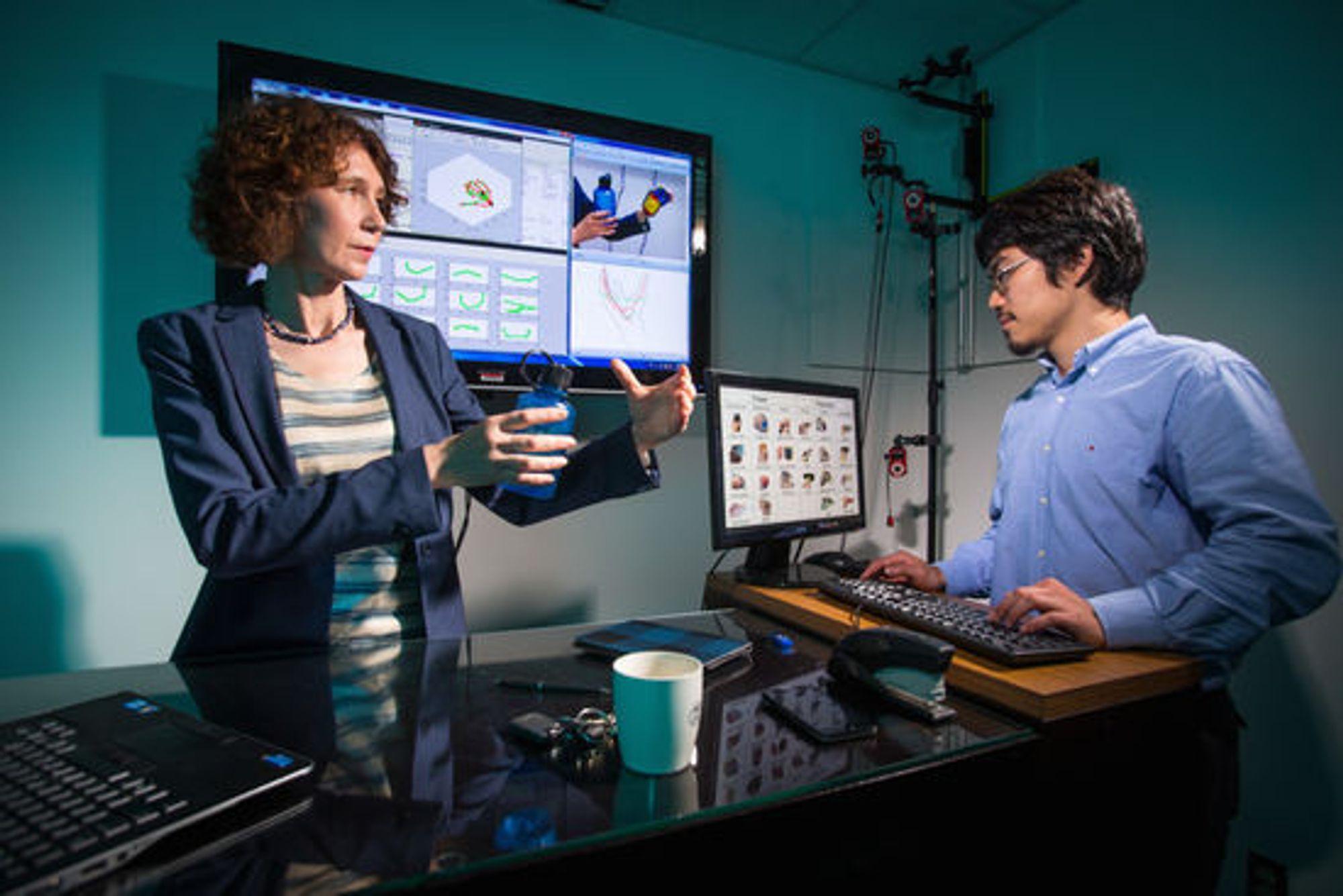 Cornelia Fernmuller og og studenten Yezhou Yang ved computer vision-systemer som er i stand til å identifisere og kopiere håndbevegelser med stor nøyaktighet.