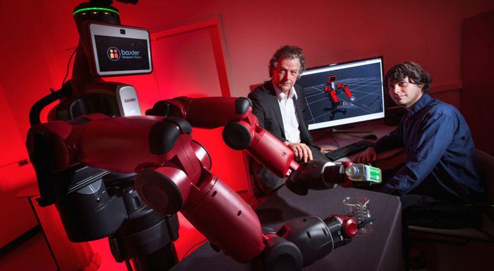 Yiannis Aloimonos (i midten) utvikler robotsystemer som er i stand til visuelt å gjenkjenne objekter og å skape ny atferd basert på disse observasjonene.