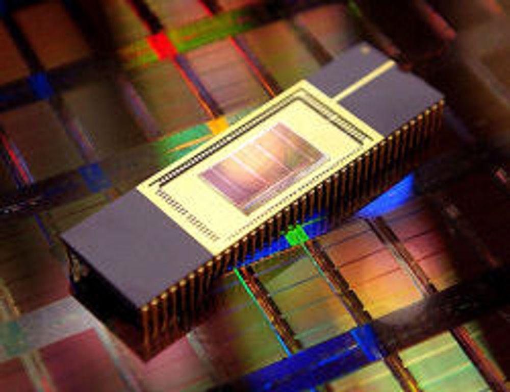 Lover større og raskere flash-disker