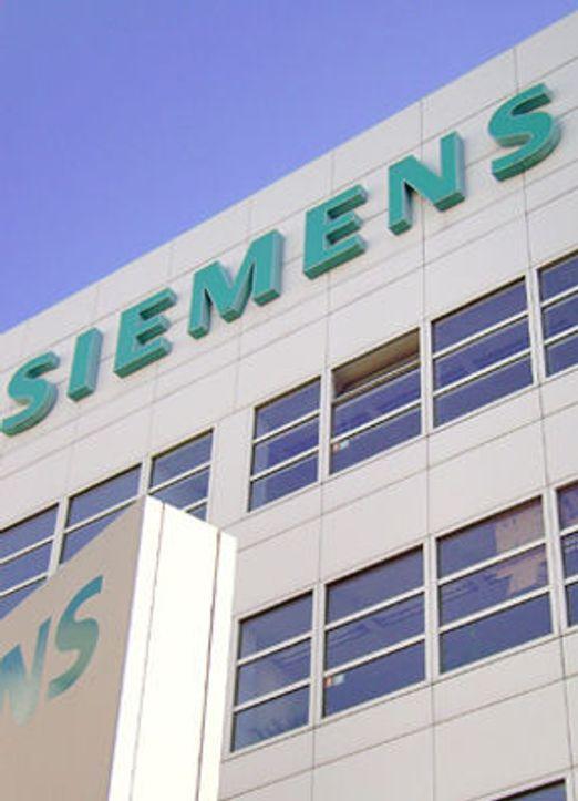 Massiv politi-razzia hos Siemens