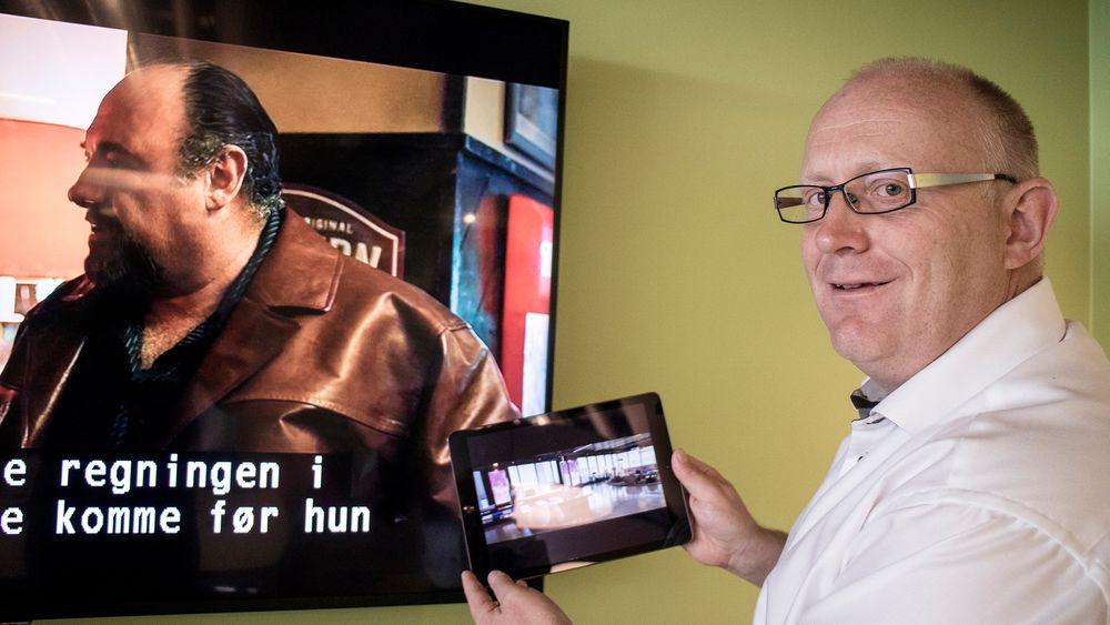 Viktig med den andre skjermen: RiksTV-sjef Christian Birkeland mener nettbrettet og mobilen vil betyr stadig mer i folks TV-opplevelse. De har utviklet en app som gjør at folk kan strømme innholdet fra alle kanalene til nettbrettet. Vil man heller fortsette å se på TV-skjermen kan man «kaste» strømmen over og fortsette der man slapp på Nettbrettet.
