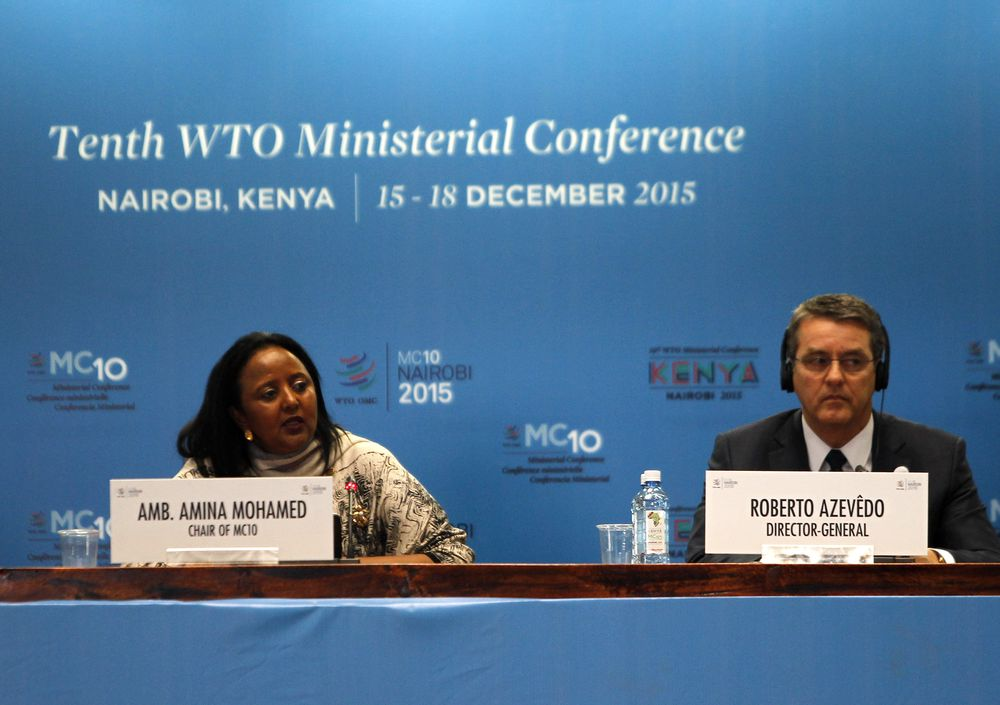 WTO-sjef Robero Azevedo og Kenyas utenriksminister Amina Mohamed under åpningen av den fire dager lange ministerkonferansen i Nairobi.