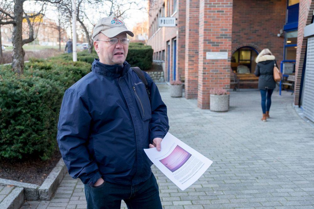 Pegida-talsmann Max Hermansen hevder Facebook bryter Grunnlovens paragraf 100 om ytringsfrihet fordi han er utestengt. Tirsdag ettermiddag politianmeldte han nettgiganten ved Majorstuen politistasjon.