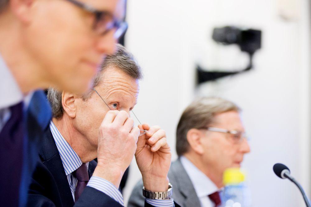 Juridisk direktør (fra v.) Pål Wien Espen (t.v.) er nå fristilt fra sin stilling i Telenor. Her sammen med tidligere konsernsjef Jon Fredrik Baksaas og den avsatte styrelederen Svein Aaser i kontroll- og konstitusjonskomiteens åpne høring om Vimpelcom-saken i Stortinget i januar.