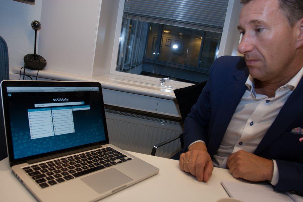 Virtualworks utvikler enterprise søkeløsning, som lar seg integrere i bedriftens miljø og indekserer det meste.Her viser Geir Kalleberg frem et standard webgrensesnitt for søk på tvers av kundens ulike filservere og applikasjoner. Dette grensesnittet er valgfritt å bruke.