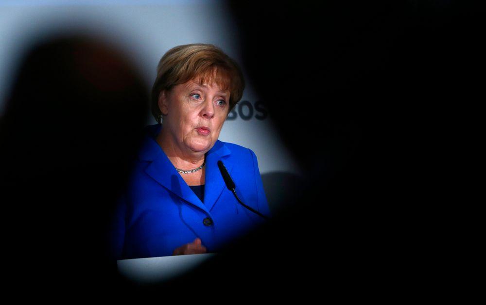 Tysklands statsminister Angela Merkel likte ikke å bli overvåket av amerikansk etterretning. Ifølge avisen Der Spiegel har den tyske etterretningstjenesten BND drevet omfattende overvåking av andre EU-land og USA.