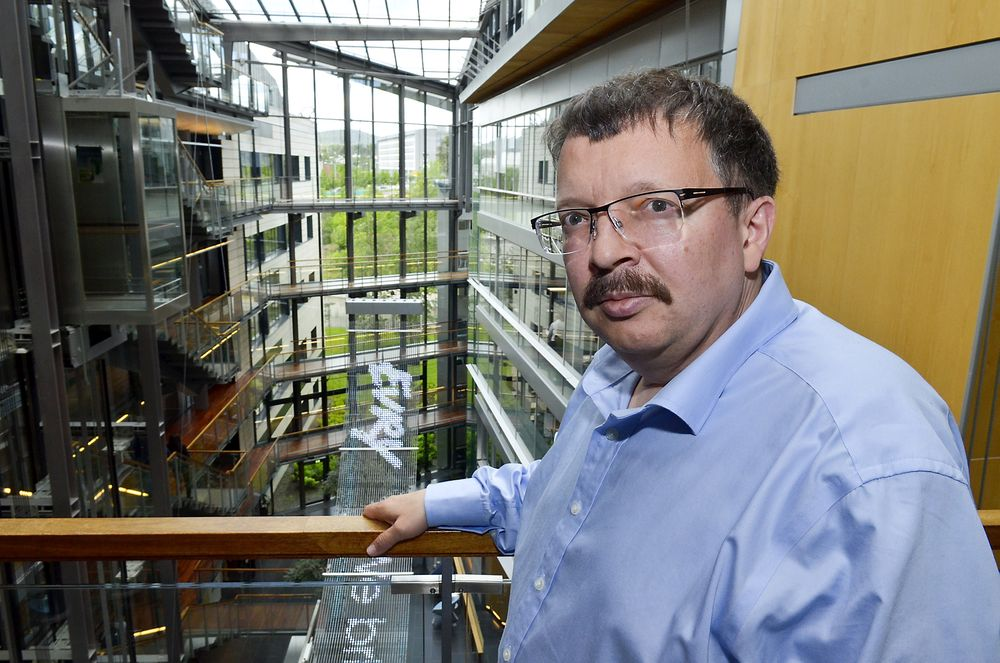Klubbleder og hovedtillitsvalgt John Christian Hanssen for El & It-forbundets medlemmer hos Evry legger ikke skjul på at man er uenig i avtalen med IBM som medfører overføring av flere hundre ansatte.