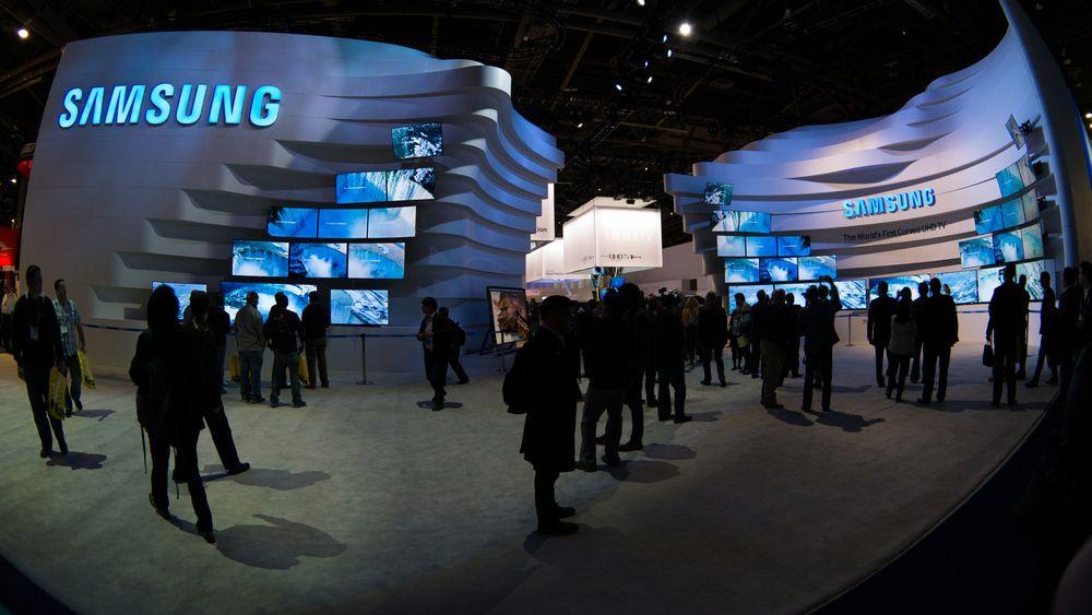 Med relativt stabilt smartmobilsalg og større vekst på andre områder, ser det ut til at Samsung har kommet ut av trenden med stadig dårligere lønnsomhet. Bildet er fra Samsung stand under CES-messen i 2014.