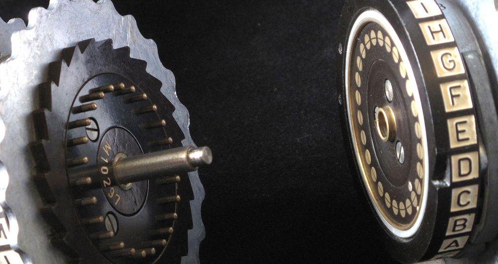 Selv om RC4 ikke er like gammel som Enigma-maskinen som er avbildet, så dreier det seg om utdatert teknologi som man bør slutte å bruke.